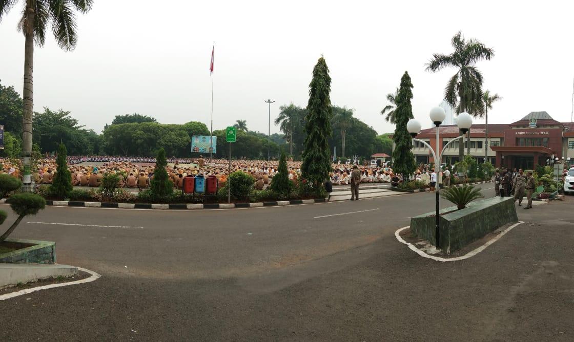 Ribuan Aparatur Pemkot Bekasi Dikerhakan Sambut Presiden Jokowi