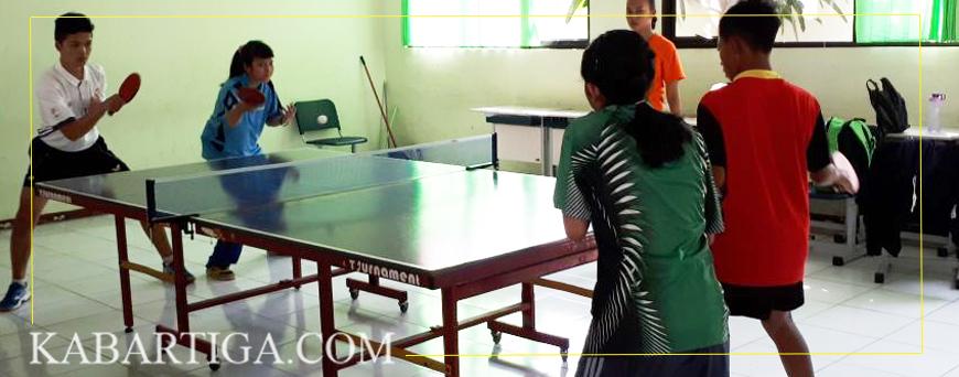 Dua Atlet Binaan Kejaksaan Negeri Unjuk Kebolehan Tenis Meja Antar Pelajar